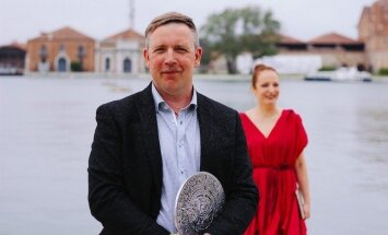 Latvijas paviljonu 57. Venēcijas mākslas biennālē apmeklējis rekordliels cilvēku skaits