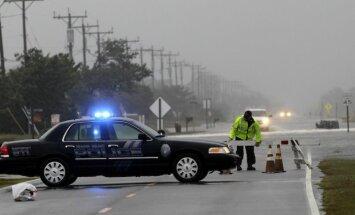 Aculiecinieks: ASV austrumu piekrastes iedzīvotāji bailēs no vētras pamet savas mājvietas