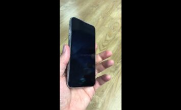 """ВИДЕО, на котором латвиец показал """"болванку"""" от iPhone 8, растиражировали все мировые СМИ"""