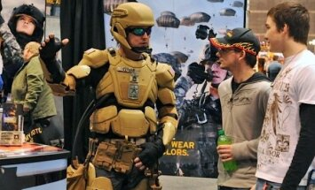 ASV intereses aizstāvēs futūristiskās 'Dzelzs vīra' bruņās tērpti karavīri