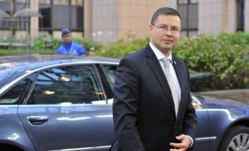 Dombrovskis skolēnus un studentus pirms jaunā mācību gada aicina izvirzīt jaunus mērķus