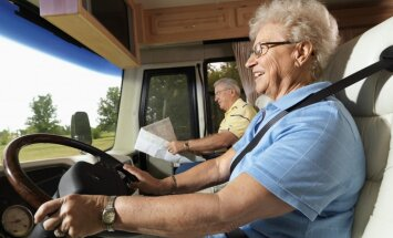 Šogad seniori ceļojuši biežāk nekā pērn, liecina pētījums