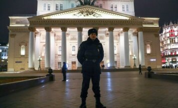 Foto: Spridzināšanas draudu dēļ Maskavā evakuēti 10 000 cilvēku