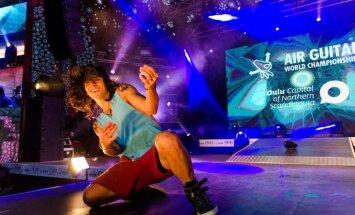 'LMT Summer Sound' festivālā notiks 'Cēsu Alus Air Guitar' čempionāts