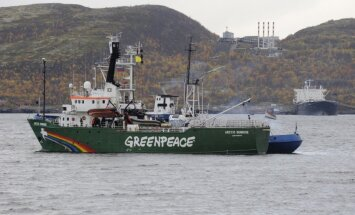 Jūras tiesību tribunāls liek Krievijai atbrīvot 'Greenpeace' kuģi un apkalpes locekļus