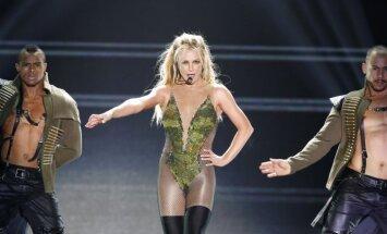 ВИДЕО: Грудь Бритни Спирс вновь выскочила из лифчика на концерте