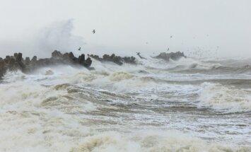 Pirmdien vakarā jūras piekrastē būtiski pastiprināsies vēja ātrums