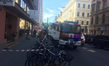 Dzirnavu ielas birojā saņem aploksni ar aizdomīgu vielu; uz laiku evakuē cilvēkus