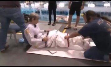 Video: Kā tiek ģērbti astronauti pirms došanās kosmosā
