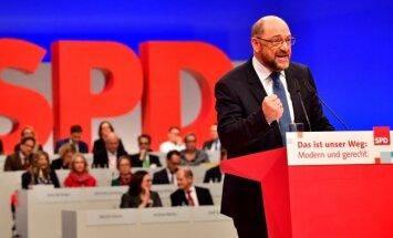 Vācijas sociāldemokrāti vienojas sākt sarunas ar Merkeli par jaunas koalīcijas izveidi