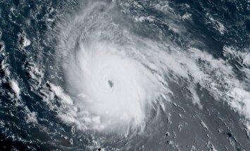 Karību reģionam uzglūnošā 'Irma' sasniedz ļoti bīstamas viesuļvētras spēku