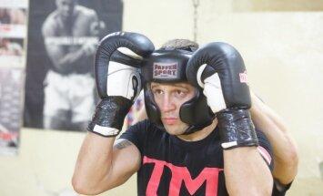 Krievu bokseris Drozds aicina Briedi iemācīties pieklājību