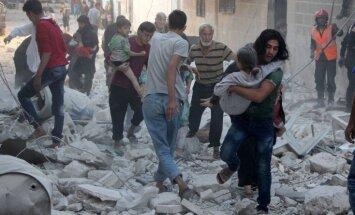 Krievija turpinās bombardēšanu Sīrijā, neskatoties uz ASV draudiem pārtraukt sarunas
