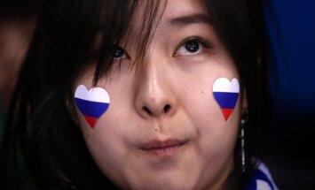 Korejiešu līdzjutēji daiļslidošanas sacensībās ienesuši Krievijas karogu