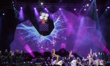 Foto: Jaunieši svin Latvijas simtgadi lielkoncertā 'Liepāja izAicina'