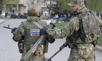 """Донбасс: ополченцы """"держатся из последних сил"""" и просят ввести миротворцев"""