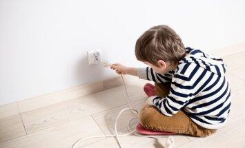Kā viedo māju tehnoloģijas var palīdzēt vecākiem rūpēs par bērna drošību mājās