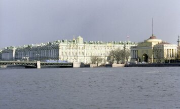 Izklaides kuģīša un kravas kuģa sadursmi Sanktpēterburgā izmeklēs policija