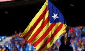 Spānijas policija slēgusi vairāk nekā pusi no Katalonijas neatkarības referenduma vēlēšanu iecirkņiem