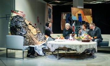 Foto: Dižā Džemma un izstāde 'Klātbūtne' Rīgas mākslas telpā