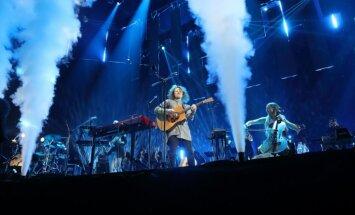 Foto: 'The Sound Poets' un viesi sajūsmina tūkstošus 'Arēnā Rīga'