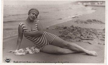 Arhīva foto: Latvijas kultūras dižgari peldkostīmos