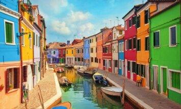 Krāsu terapija Venēcijā – Burāno sala. Mežģīnes, šķībs zvanutornis un mājiņas kā ledenes