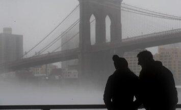 Ņujorka sūdz tiesā naftas kompānijas – pieprasa kompensēt klimata pārmaiņu radītos zaudējumus