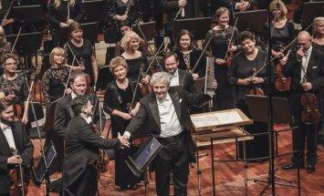 Foto: LNSO muzicē kopā ar goda diriģentu Vasīliju Sinaiski