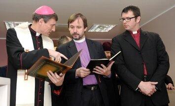 Латвия: лидеры конфессий не спешат предоставить информацию о финположении Церквей