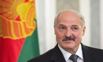 """Лукашенко: Беларусь поддерживает Россию, но не будет """"мальчиком на побегушках"""""""