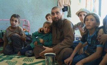 Līdz kaulam dziļi radikālajā islāmā. Kinorežisors Kārlis Lesiņš par filmu 'Par tēviem un dēliem'