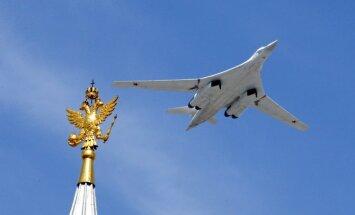Krievija plāno modernizēt visu laiku lielākos stratēģiskos bumbvedējus 'Tu-160'