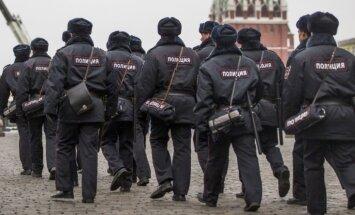 Krievijā policija aiztur 30 opozīcijas aktīvistus