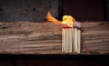Apdrošinātājs izmaksā 430 tūkstošus eiro par ugunsgrēkā nopostītu ražotni Saldus novadā