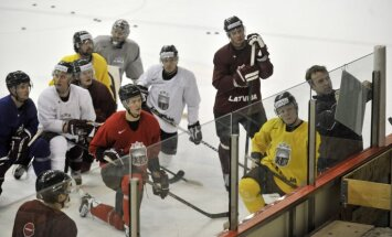 Latvijas hokeja izlase pēdējo treniņu Rīgā aizvada nemainītos virknējumos
