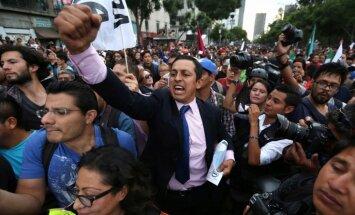 Tūkstoši Meksikā pieprasa prezidenta atkāpšanos