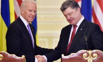 Байден призвал Порошенко воздержаться от эскалации напряженности с Россией