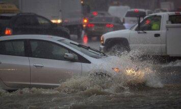 Foto: Kaliforniju plosa spēcīga vētra