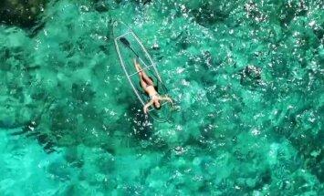 Video: Caurspīdīgi kajaki, kas laivojot ļauj atklāt arī zemūdens pasauli