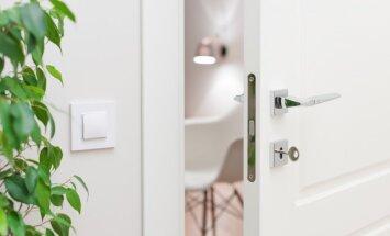 Tīrīšanas ABC: Kā atgūt balto MDF durvju sākotnējo spozmi