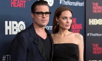 """Анджелина Джоли пыталась спасти брак """"татуировкой верности"""""""