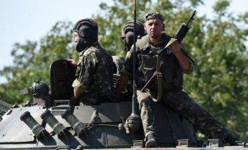 Ukrainā joprojām ir simtiem Krievijas karavīru, ziņo NATO