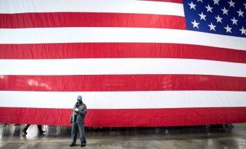 ASV par gadu pagarina sankcijas pret Krieviju