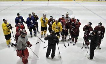 Hokeja izlases vadība joprojām cer uz Dārziņa un Karsuma pievienošanos komandai