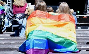 'Šodien uzvar mīlestība' – soctīklotāji dalās pārdomās par praidu