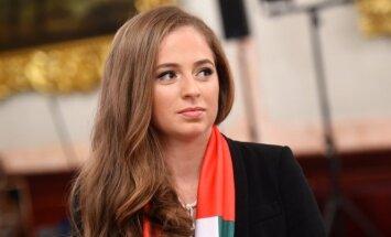 ФОТО, ВИДЕО: Алена Остапенко и ее мама оделись в шубы Игоря Гуляева