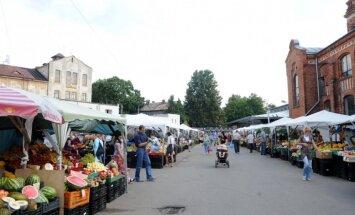 Foto: Parādu dēļ Āgenskalna tirgū slēdz 27 tirgošanās vietas