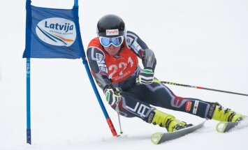 Kalnu slēpotājs Zvejnieks paliek bez rezultāta pasaules čempionāta milzu slalomā