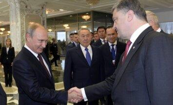 Porošenko draudējis Putinam publicēt ziņas par Krievijas karavīriem Ukrainā